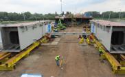 Warszawa: Łazienkowski budowany w upale, termin oddania do użytku może się opóźnić