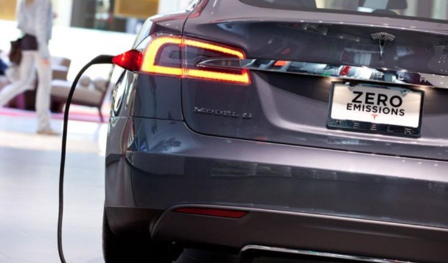 Tesla kupi firmę produkującą superkondensatory
