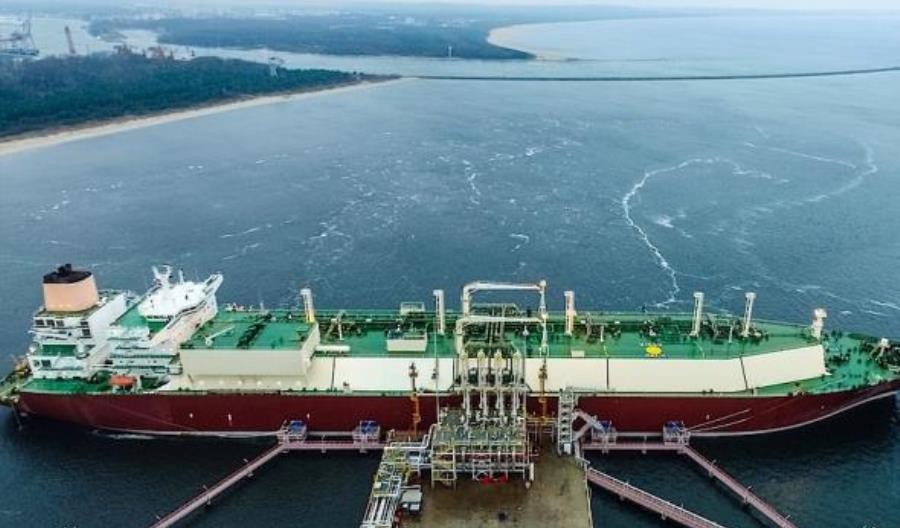 """Terminal LNG ze zgodą na unijne dofinansowanie i """"zielonym światłem"""" od wojewody"""