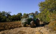 Specjalne znaki powinny ostrzegać przed maszynami rolniczymi?
