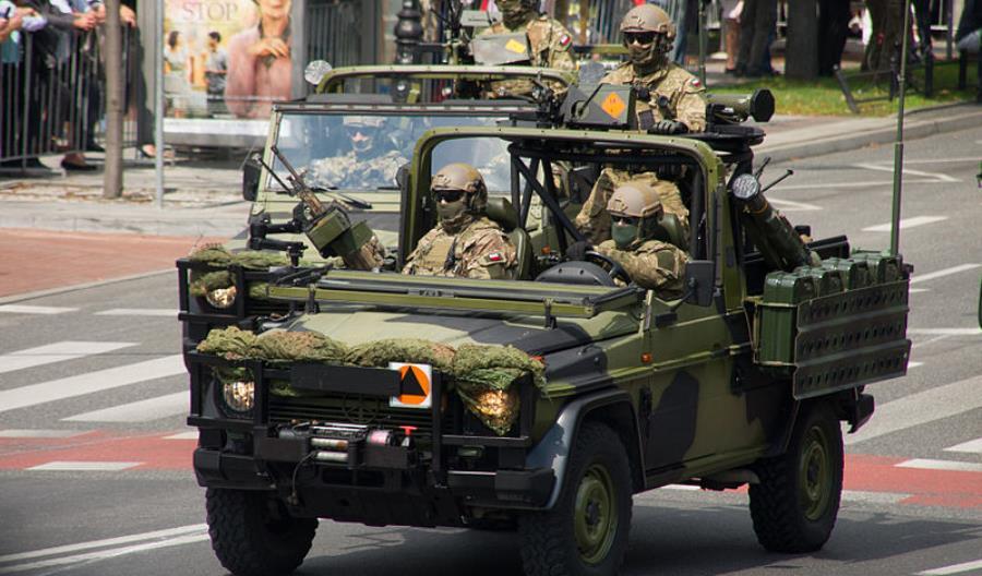 Rząd militaryzuje drogi