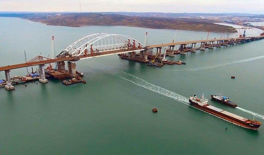 Most nad Cieśniną Kerczeńską połączył Krym i Rosję