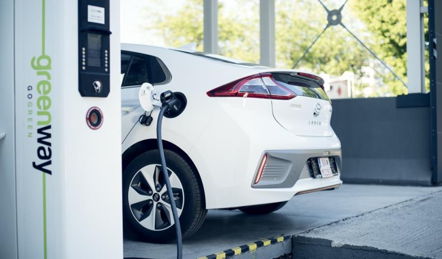 Polska podwaja liczbę stacji ładowania samochodów elektrycznych