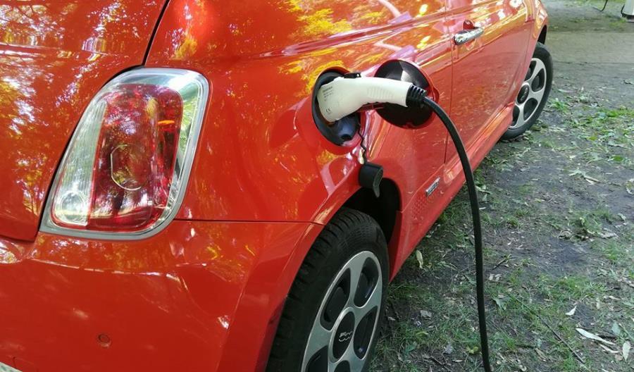 Rządowe dopłaty zachęcą firmy do zakupu aut elektrycznych?