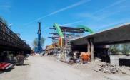 Łódzkie. Budowa mostu przez Wartę w Warcie bliska finału