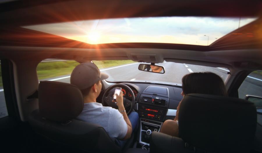 Inteligentni asystenci trafiają do samochodów. Za pomocą komend głosowych porozumiemy się z autem