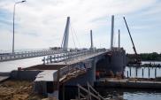 Gdańsk: Trwa układanie ostatnich warstw asfaltu na moście w Sobieszewie