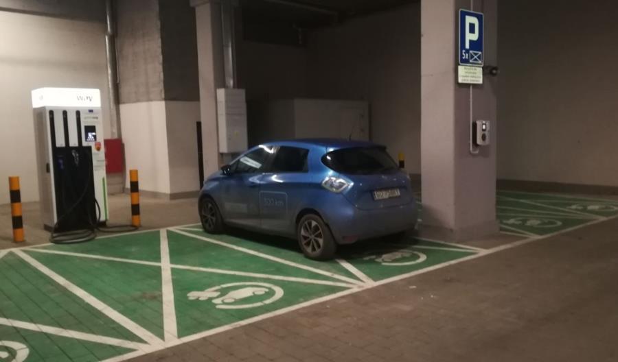 GreenWay Polska uruchamia pierwszy magazyn energii zintegrowany ze stacją ładowania aut