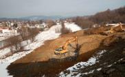 Podkarpackie: Prace na obwodnicy Sanoka trwają mimo zimy