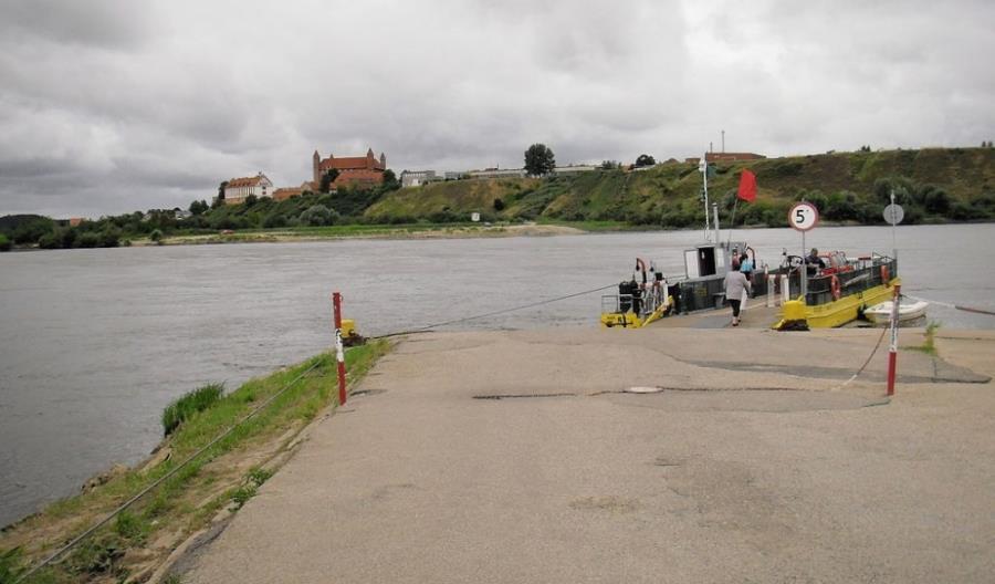 Pomorskie: Trzy drogi przecięte przez Wisłę, tylko jeden czynny prom