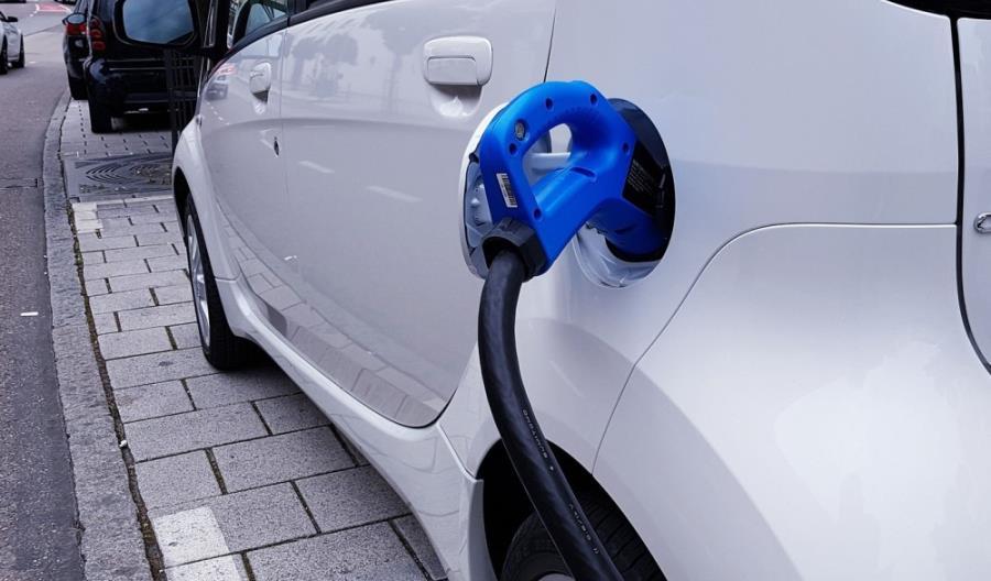 W ciągu roku podwoiliśmy liczbę samochodów elektrycznych