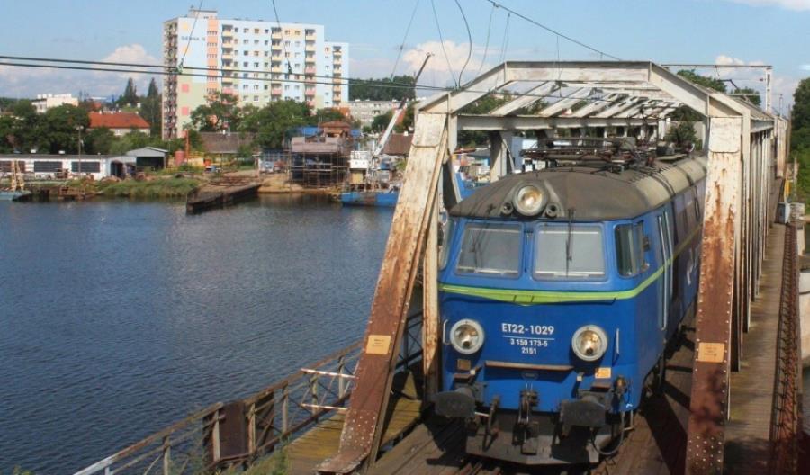 Umowy na poprawę kolejowego dostępu do trójmiejskich portów podpisane