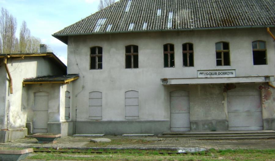 PKP SA likwidują przejazd w Golubiu-Dobrzyniu. Torów już dawno nie ma