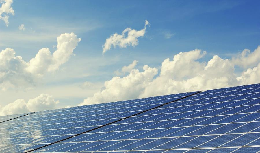 PGE: ładowanie samochodów elektrycznych tylko za pomocą odnawialnych źródeł