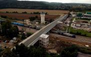 Małopolska. Wiadukt zastąpił przejazd drogowo-kolejowy w Krzeszowicach