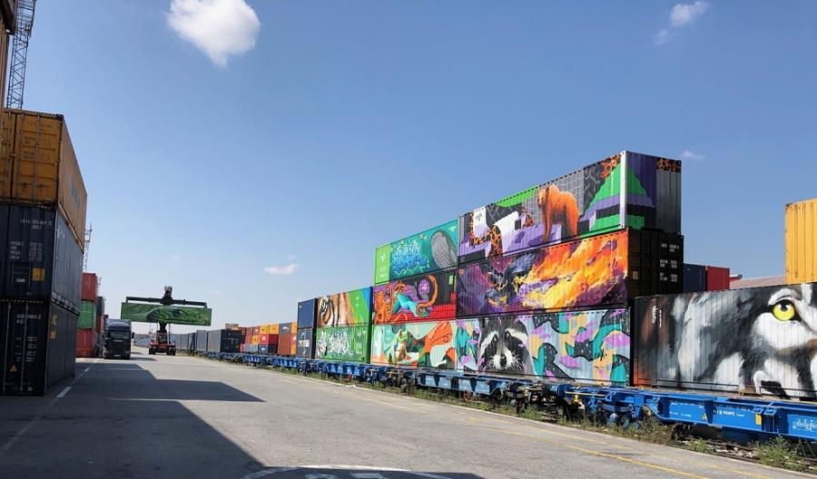 Kontenery głosują za koleją w Europie. Port Rotterdam chce ich słuchać
