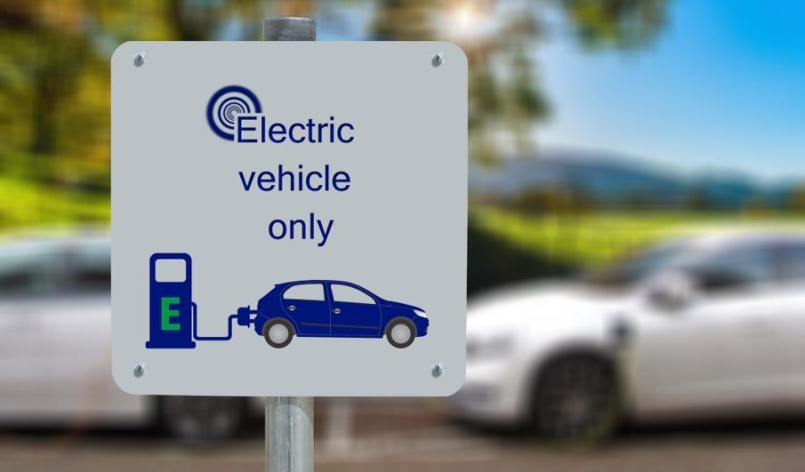Wlk. Brytania. Zakaz dla aut z silnikami na benzynę lub olej napędowy już w 2035 r.?