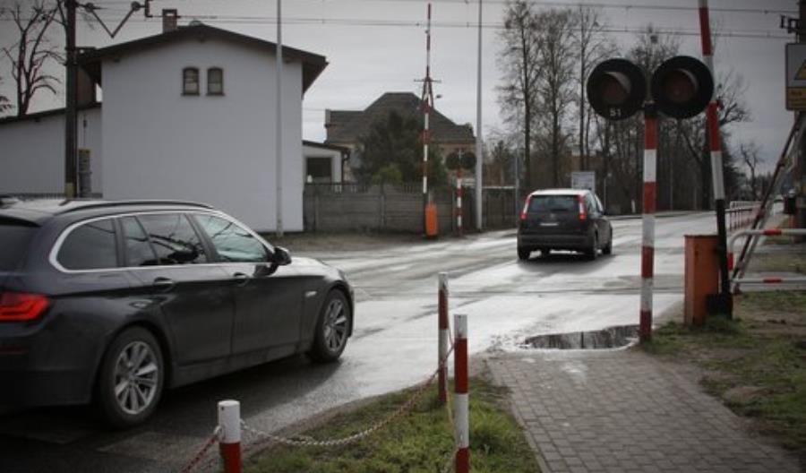 W Kobylnicy wiadukt zastąpi przejazd drogowo-kolejowy