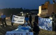 """""""Make love not canal"""". Łóżkowy protest przeciwko przekopowi Mierzei"""