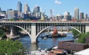 Renowacja mostu na 10 alei w Minneapolis