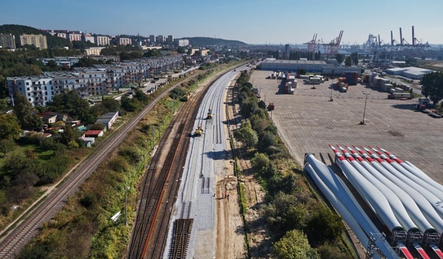 Morawiecki: Nowa infrastruktura kolejowa w Porcie Gdynia w ciągu 2,5 roku