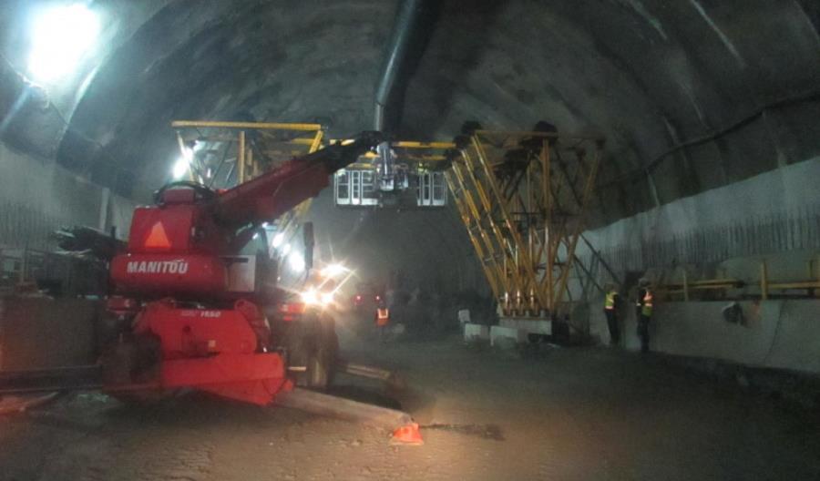 Budowa tunelu na S7 trwa przy specjalnych środkach przeciwko COVID-19