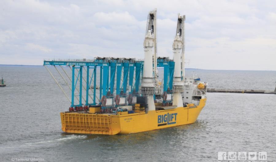 Z Portu Gdynia wypłynęły ostatnie suwnice dla amerykańskich terminali