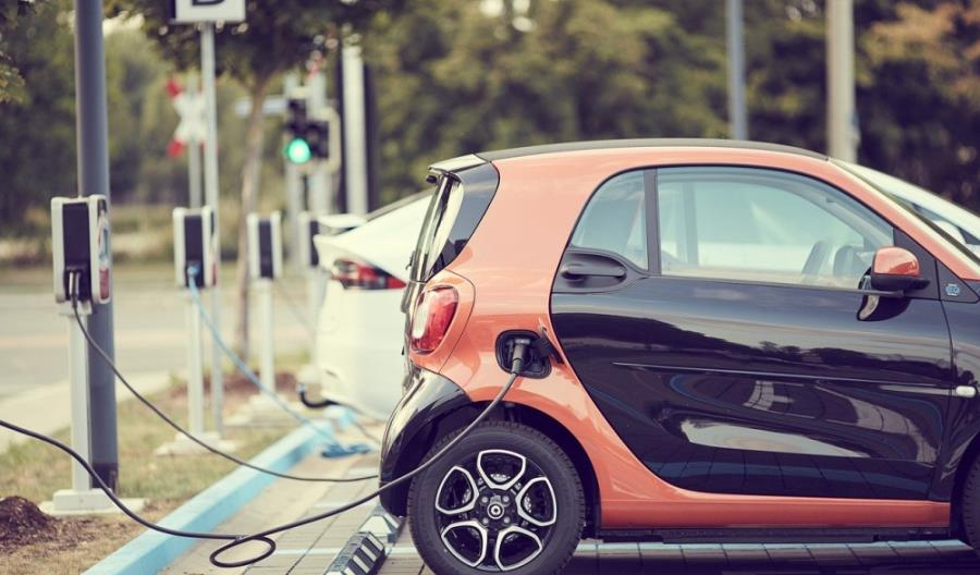 Samochody elektryczne. Czekamy na spadek cen, albo dopłaty