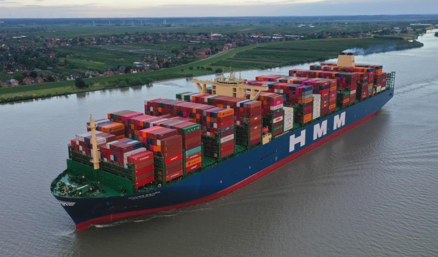 Największy kontenerowiec świata zawinął do Portu Hamburg