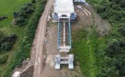 Budowa mostu extradosed w Kurowie. Wykonywane są kolumny DSM