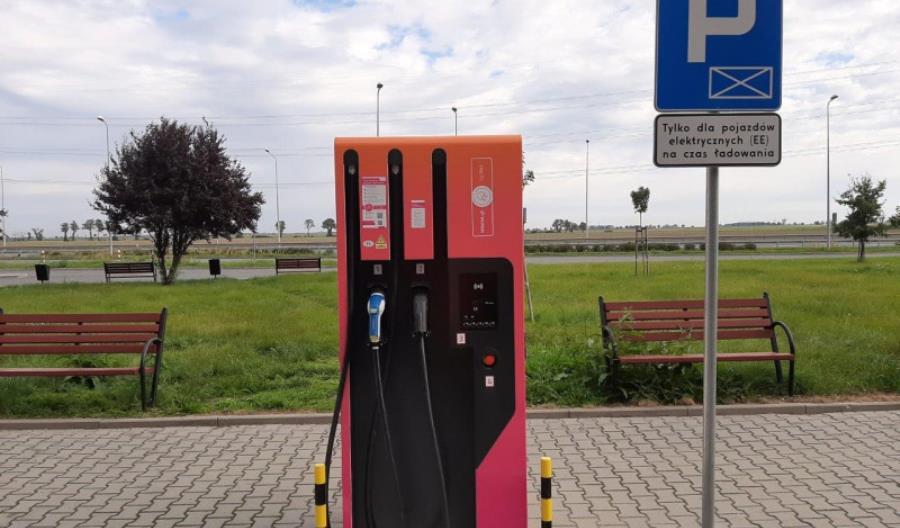 Na MOP-ie Wierzbnik w ciągu A4 można naładować samochód elektryczny