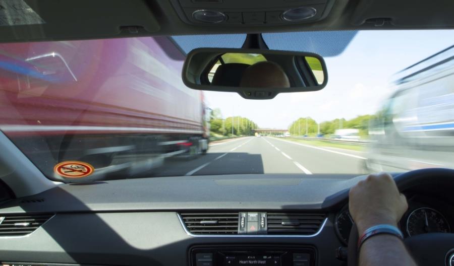 Transport ciężarowy w Polsce na razie jest odporny na COVID-19. Co będzie z opłatami za drogi?