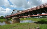 Dolnośląskie. Ruszyła budowa mostu tymczasowego na Odrze