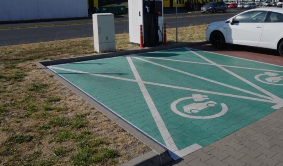 W 2020 w Polsce przybyły 72 stacje ładowania pojazdów GreenWay