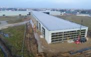 Budowa terminala lotniska w Radomiu na zaawansowanym etapie. Trwa szklenie elewacji