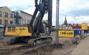 Palisada zabezpieczająca wykop dla budowy linii tramwajowej w Bydgoszczy