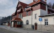 Zabytkowy dworzec w Szklarskiej Porębie Górnej znów służy podróżnym