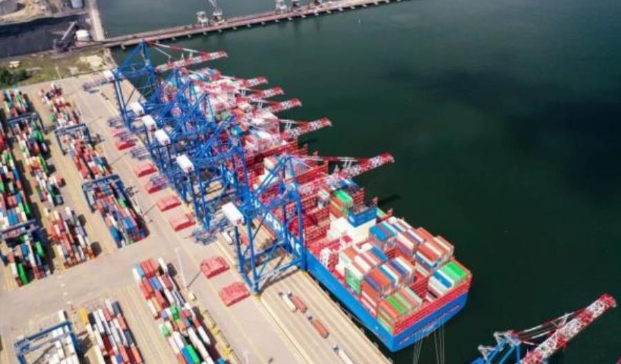GUS: W minionym roku przeładunki w portach morskich spadły o 6 proc.