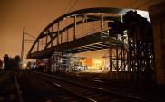 PKM: Początek nasuwania stalowego wiaduktu na Zaspie