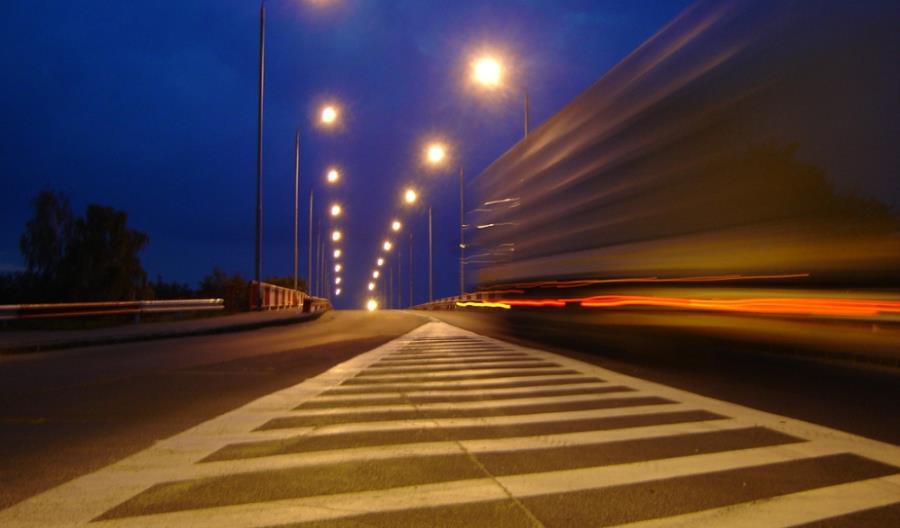 Ciężkie pojazdy na wszystkich drogach? Unia nie akceptuje polskich ograniczeń
