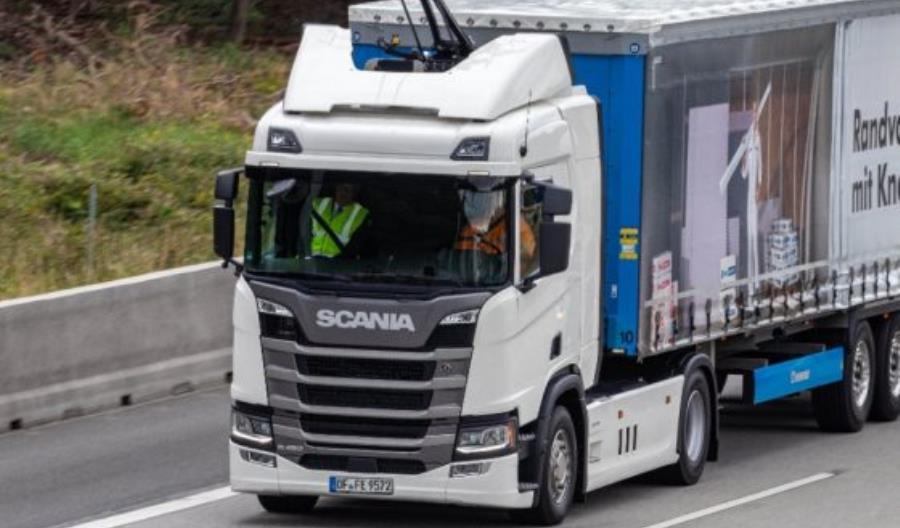 W Niemczech trwają testy elektrycznej autostrady. Ostatni testowy samochód u producenta