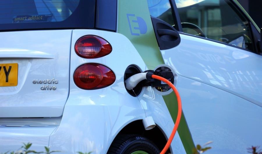 Milion aut elektrycznych? NIK: Raczej nie w 2025 roku