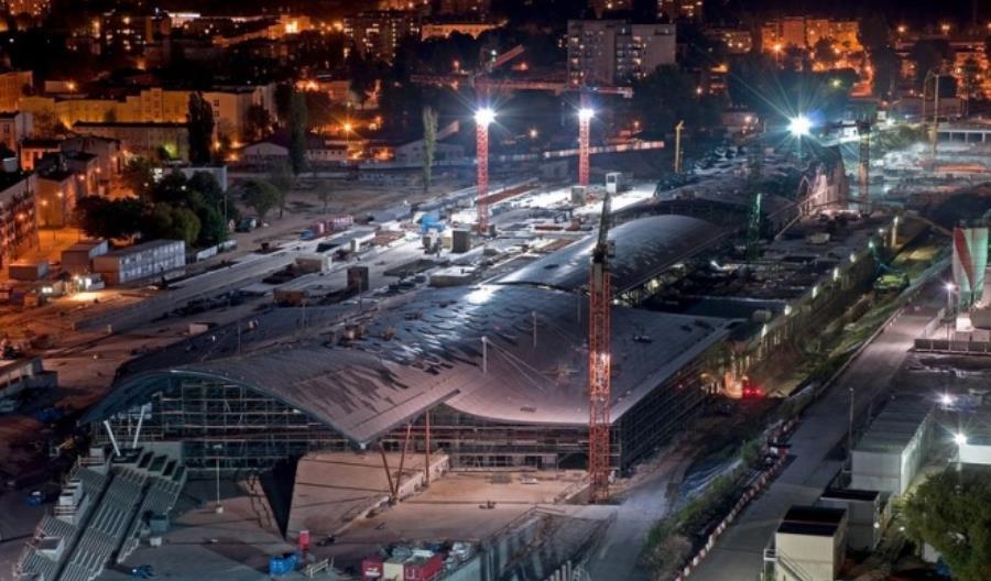 Szklany dach nad dworcem Łódź Fabryczna prawie gotowy