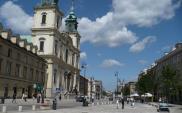 Warszawa. Rozjeżdżone Krakowskie Przedmieście i Nowy Świat do remontu