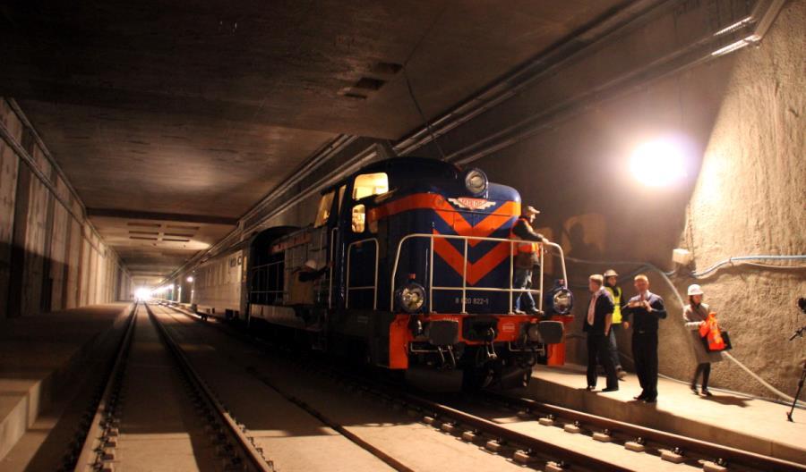 Pierwszy pociąg w tunelu do Łodzi Fabrycznej