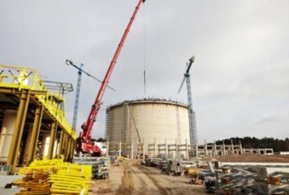 Polskie LNG rozważa budowę większego gazoportu w Świnoujściu niż planowało
