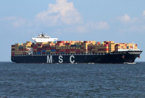 Port Gdynia przyjmuje największy statek w historii