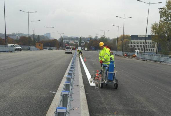 Warszawa: Most Łazienkowski przechodzi próby obciążeniowe