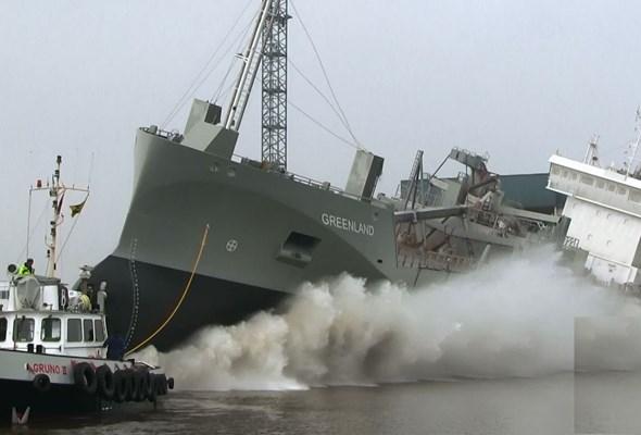 Pierwszy cementowiec z napędem LNG zawinie do polskich portów
