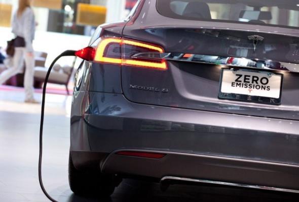 Chcesz kupić popularne auto elektryczne? Przygotuj się na miesiące czekania